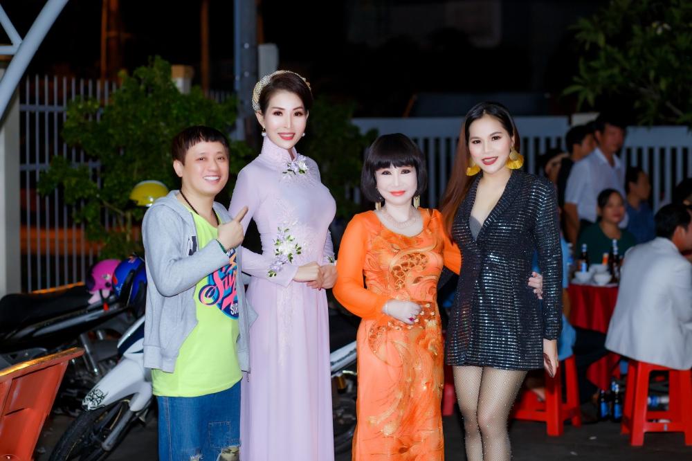 Chế Thanh, Thanh Kim Huệ biểu diễn trong đêm nhạc do HH Diễm Kyly tổ chức 1