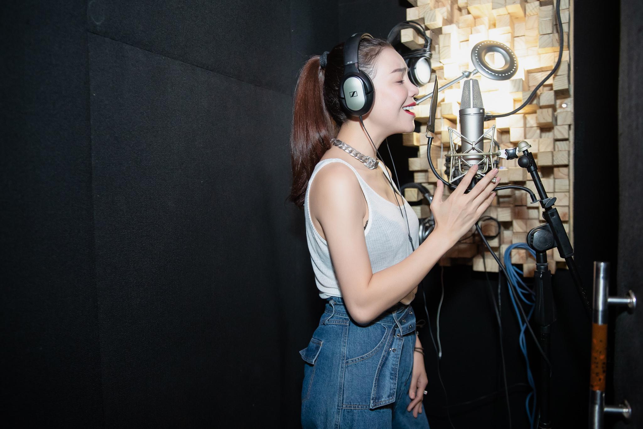 Trà Ngọc Hằng rục rịch dự án âm nhạc mới 5