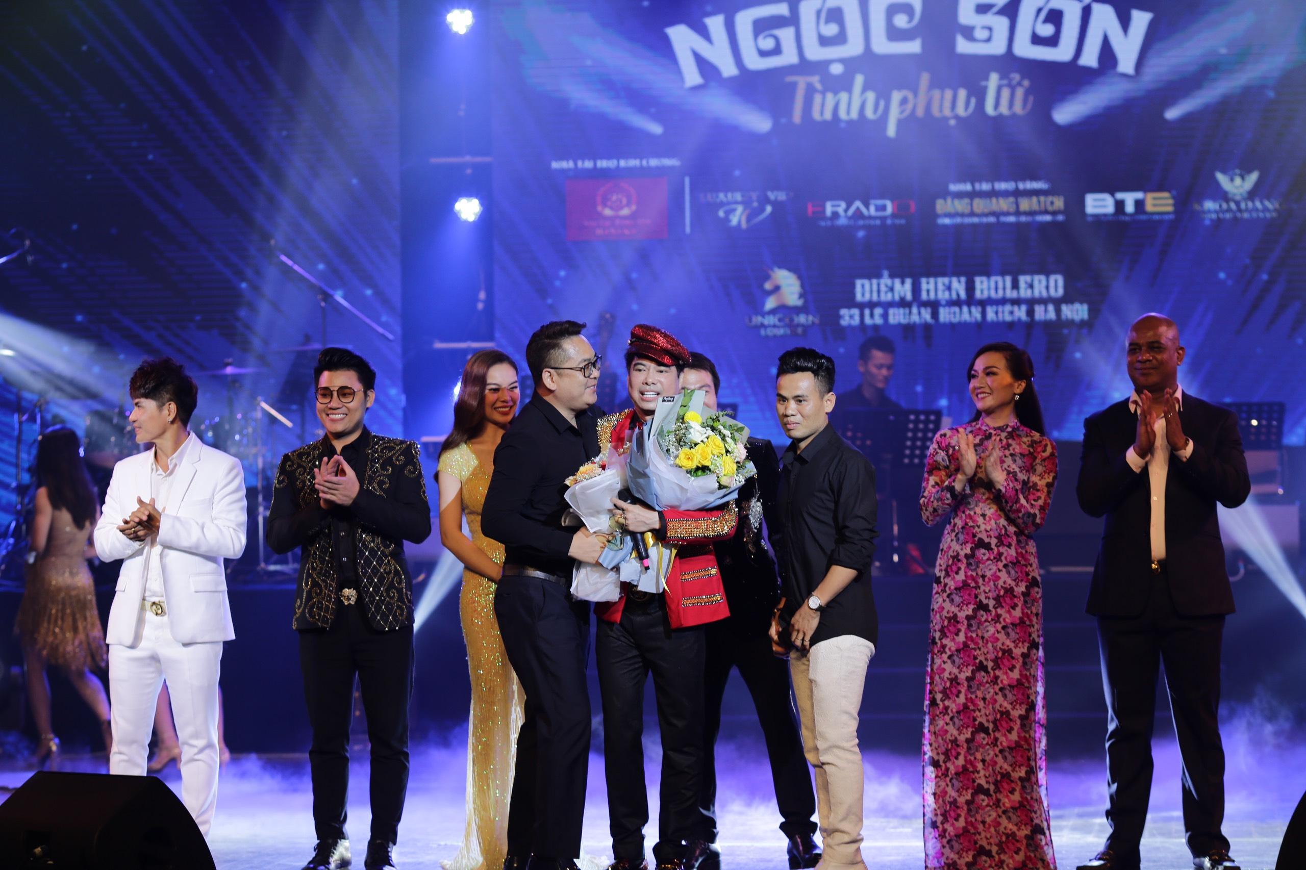 Dù Việt Nam đá chung kết King's Cup, liveshow Ngọc Sơn vẫn cháy vé 11