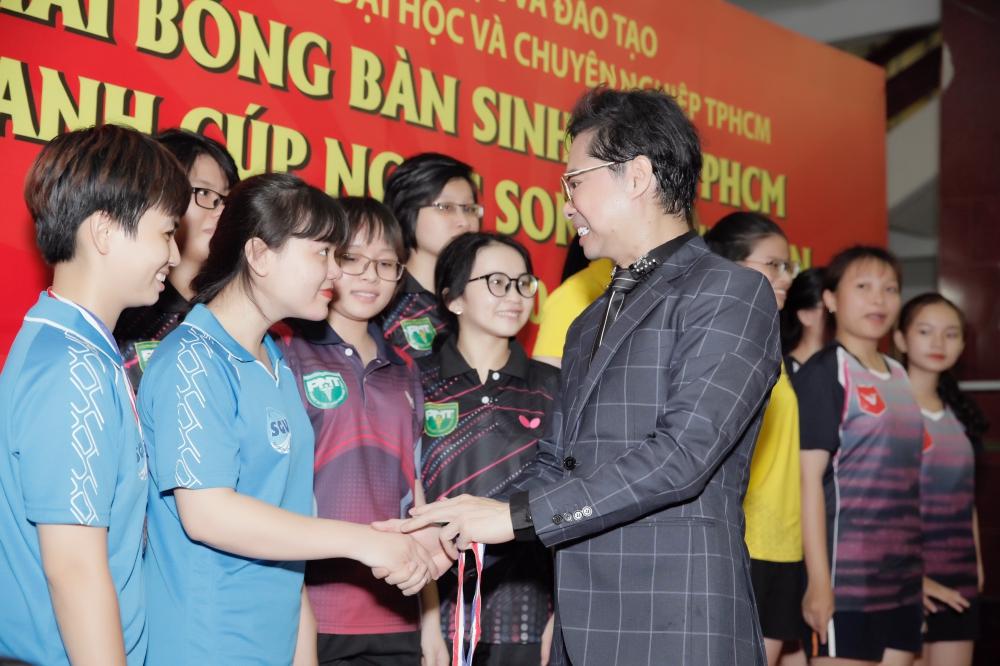 """""""Ông hoàng nhạc sến"""" Ngọc Sơn phối hợp tổ chức sân chơi thể thao cho sinh viên 7"""