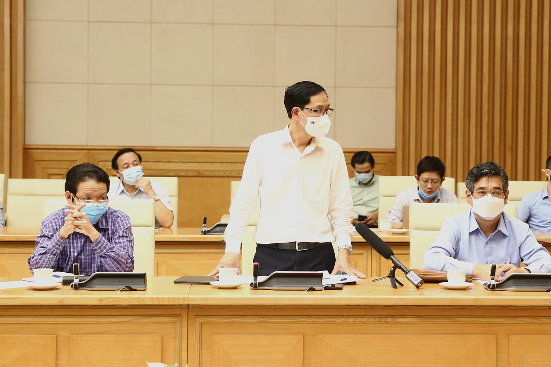 Cục trưởng Cục Y tế dự phòng (Bộ Y tế) Đặng Quang Tấn thông tin về trường hợp nhiễm Covid-19 của nhân viên trong khách sạn cách ly chuyên gia Ấn Độ tại Yên Bái. Ảnh: VGP/Đình Nam