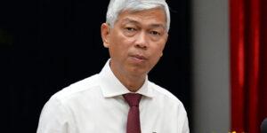 Phó chủ tịch UBND TP HCM Võ Văn Hoan báo cáo tại hội nghị, sáng 13/4. Ảnh: Trung Sơn.