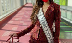 Khánh Vân gây chú ý với trang phục nổi bật khi xuất hiện tại sân bay ở Mỹ.