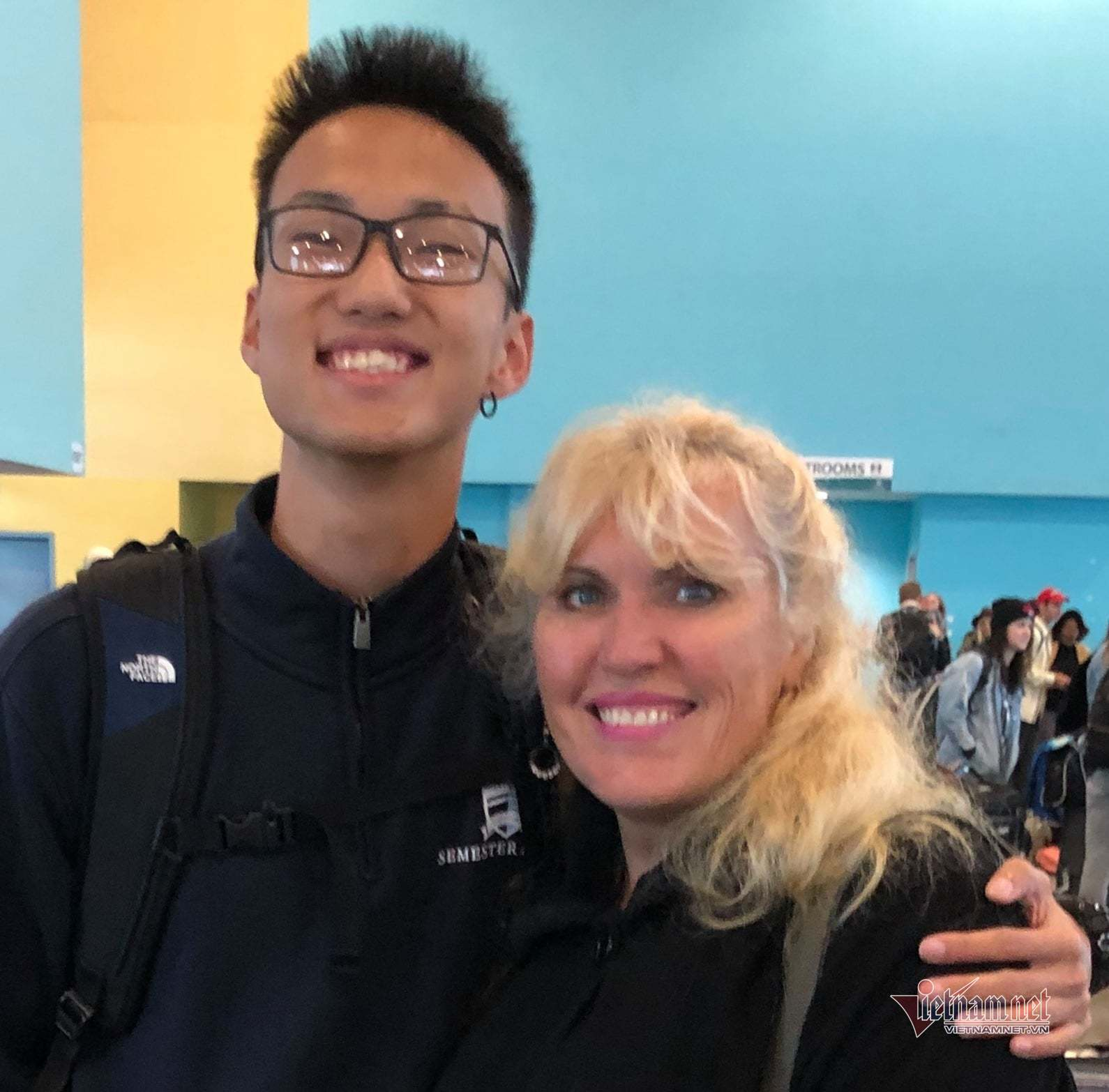 Nguyễn Quang Tùng (Sinh viên Trường ĐH Macalester College) và cô Ingrid